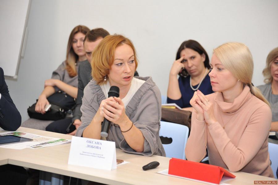 <p>Оксана Лобова, Ольга Бондаренко, Сбербанк. фото - Д.Свищев</p>